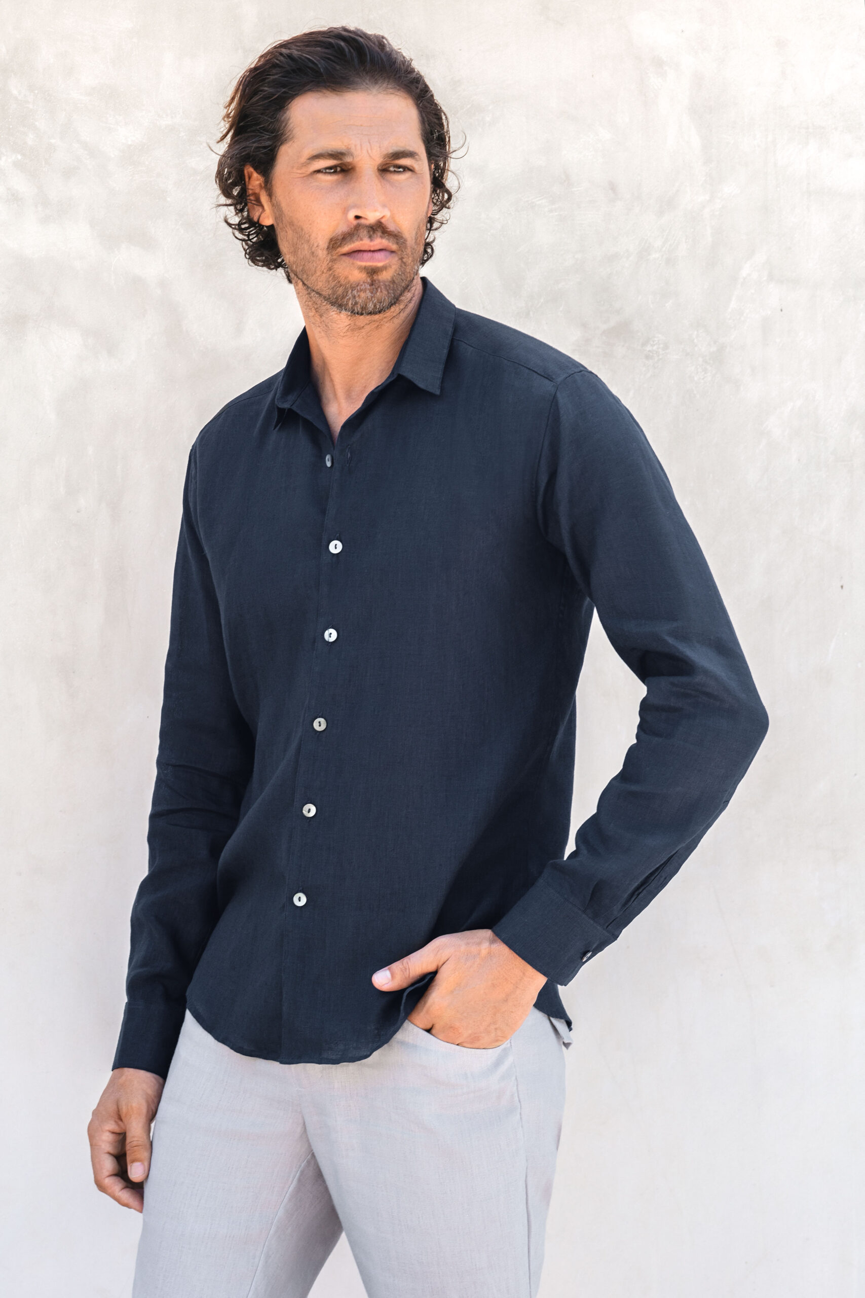 IAW bottom down linen shirt midnight navy